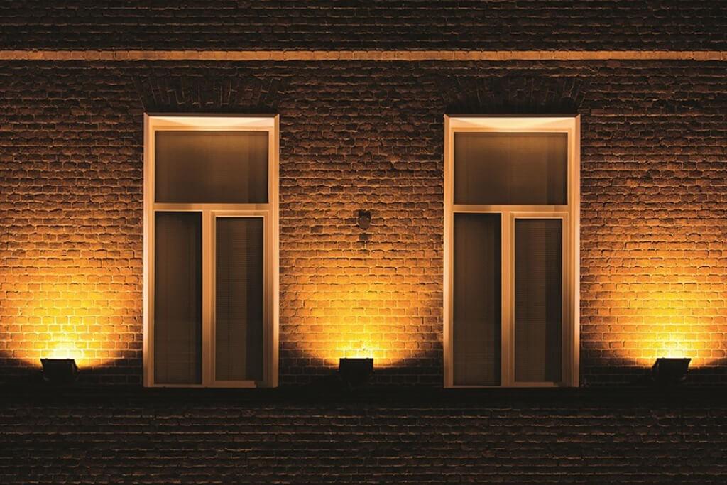 Mooi warm wit lichteffect met deze solar wandlampen